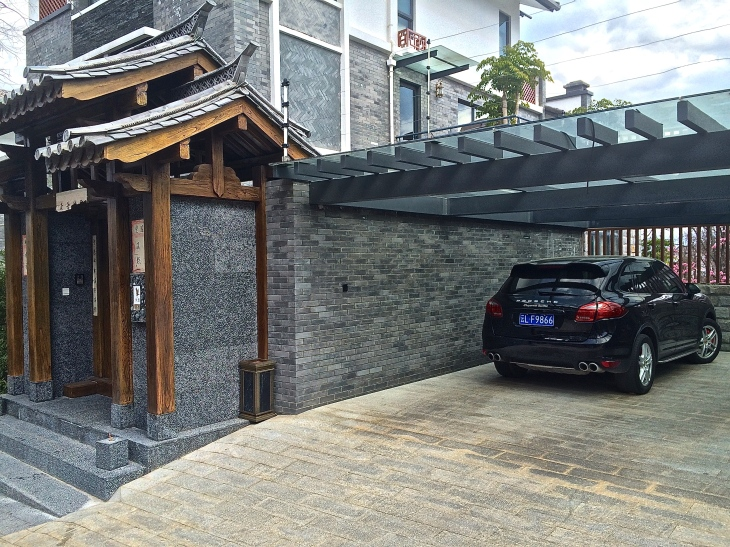 Yet another neighbor's carport with a Porsche Cayenne Turbo...but only space heat inside the villa (and possibly one wood stove)!